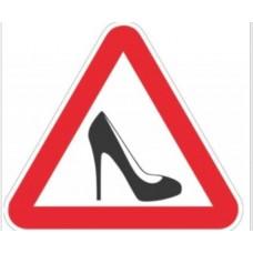 Наклейка знак «Женщина за рулем»